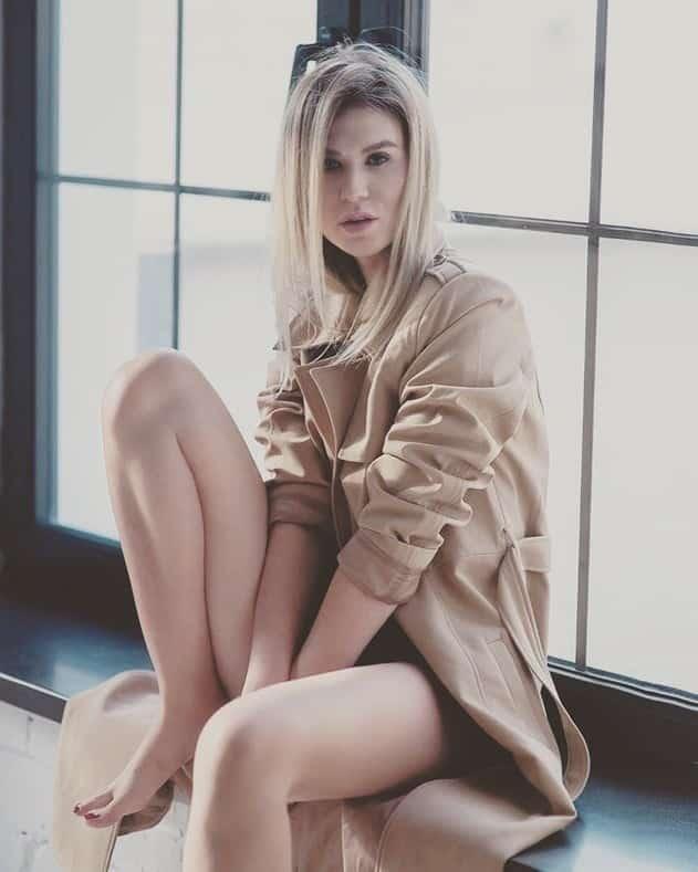 yourescorts-blonde-escort-athens-alina